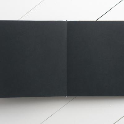 Класична фотнига, чорний форзац